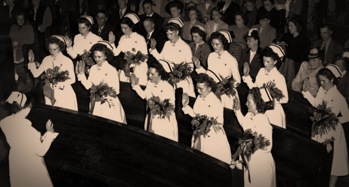 Studenter reciterar Florence Nightingale Pledge | Galt Museum & Archives on The Commons 1947